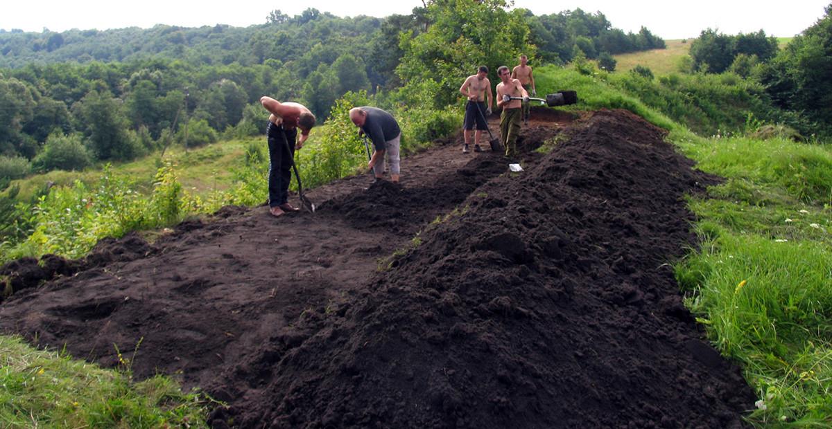 2009 m. vykdyti Bradeliškių piliakalnio archeologiniai tyrimai