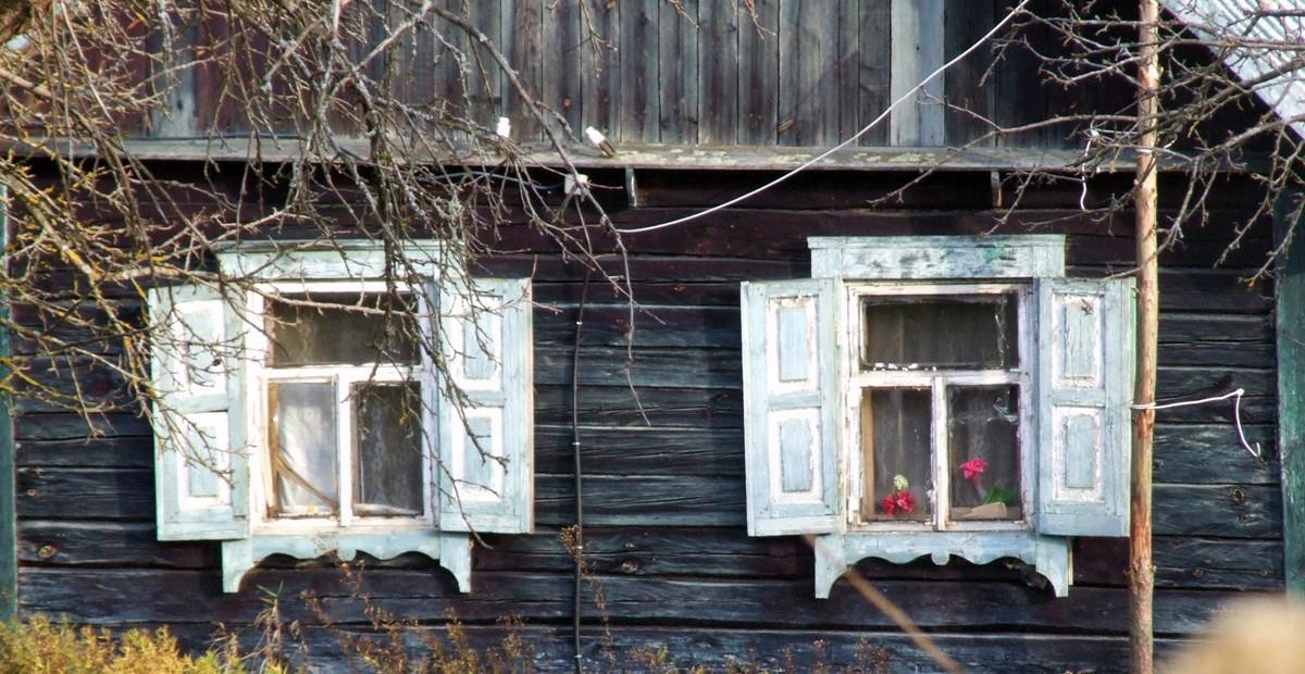 Silenai langai su langinem
